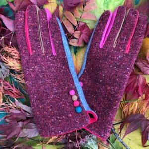 red tweed buuton gloves